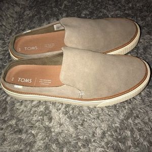 TOMS SLIP ON SHOES. Size 9. Like new!